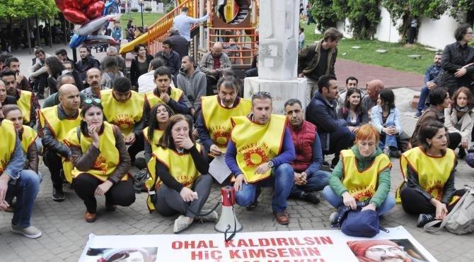 Açlık grevindeki eğitimciler için oturma eylemi