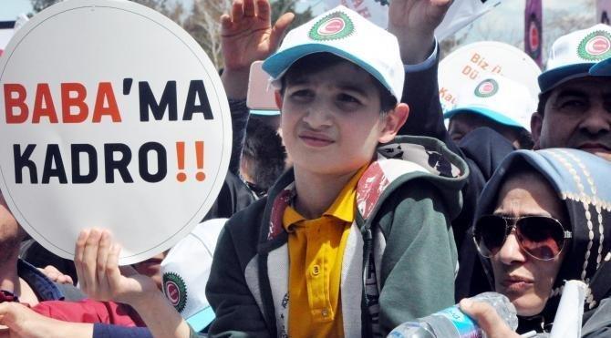 Hakİş, Erzurum'da beyaz güvercin ve karanfillerle 1 Mayıs'ı kutladı