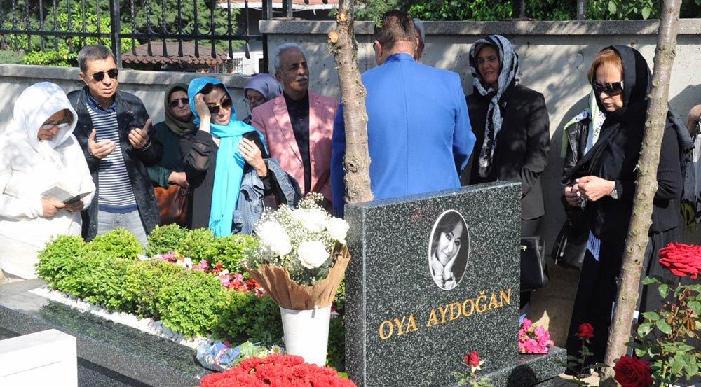 Oya Aydoğan, vefatının birinci yılında mezarı başında anıldı