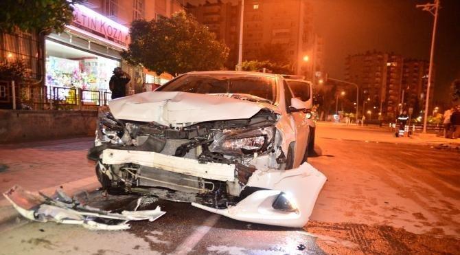 Adana'da iki otomobil çarpıştı: 1 ölü, 1 yaralı