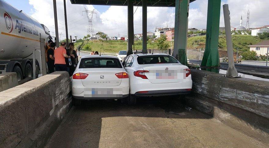Geçtiğimiz hafta da Kartal Samandıra gişelerinde iki inatçı sürücü aynı gişeden geçmek isteyince ortaya bu görüntü çıkmıştı.