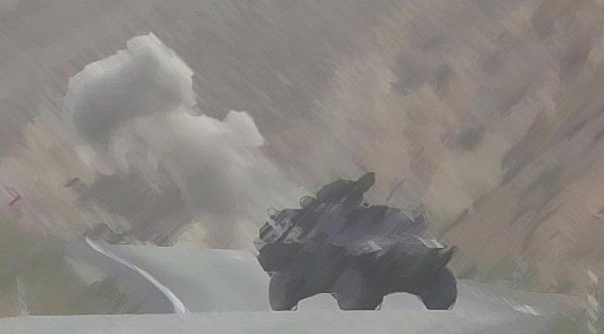 Fotoğraf, bölgede NATO kapsamında görev yapan bir Türk askeri tarafından patlamanın hemen ardından çekildi.