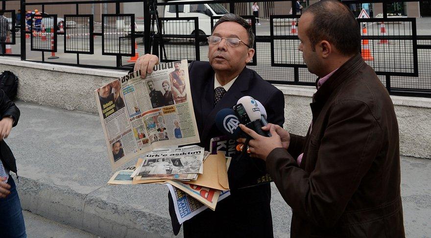 Foto: DHA- Süleyman Yeşilyurt, Bakırköy Adliyesi'ne giderek teslim oldu. Teslim olmadan önce basın mensuplarına açıklama yaparak yazdığı kitapları ve basında çıkan yazılarını gösterdi. Yeşilyurt'un çantasındaki havlu ile traş jileti dikkat çekti.