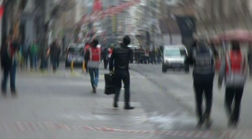 Taksim'de 'yorgun mermi' dehşeti… Yolda yürürken vuruldu!