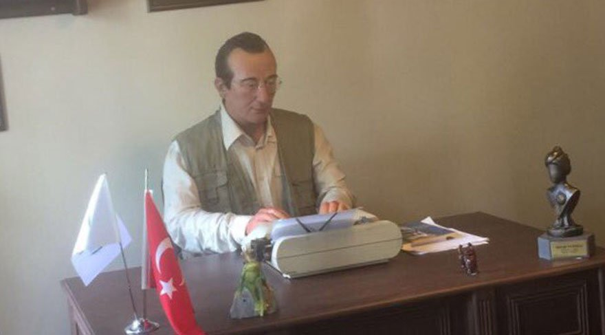 Metin Uca, Tayfun Talipoğlu'nun balmumu heykelini paylaştı