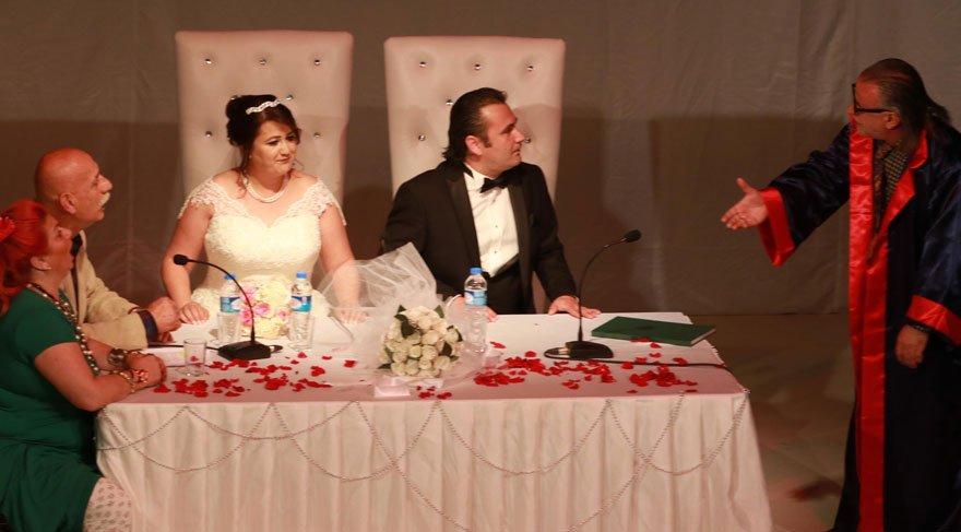 Tiyatro oyununda gerçek nikah