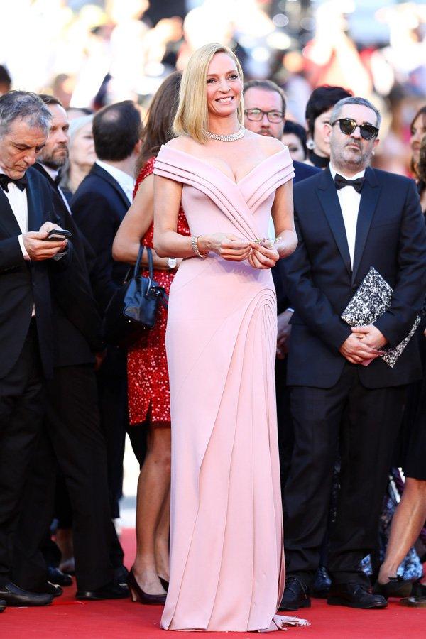 Uma Thurman tek kelime ile mükemmeldi. Atelier Versace imzalı kıyafeti ile öyle zarif görünüyor ki, kesinlikle gecenin en şık kadınıydı.