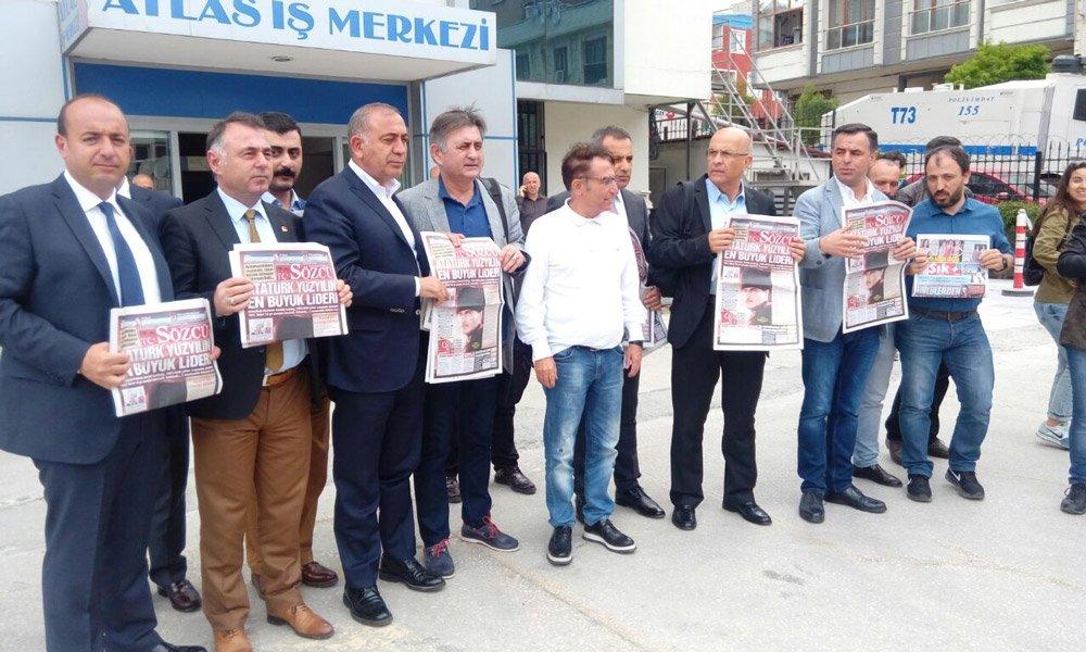 FOTO:SÖZCÜ- Özlem Güvemli- Kılıçdaroğlu ile gazetemize gelen CHP'nin kurmay kadrosu böyle destek pozu verdi.