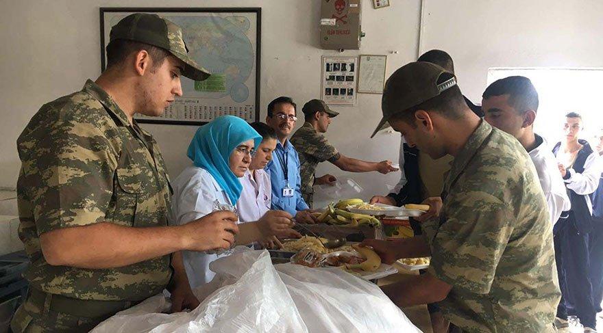 Katar'a asker çıkaracağına askere düzgün yemek çıkar