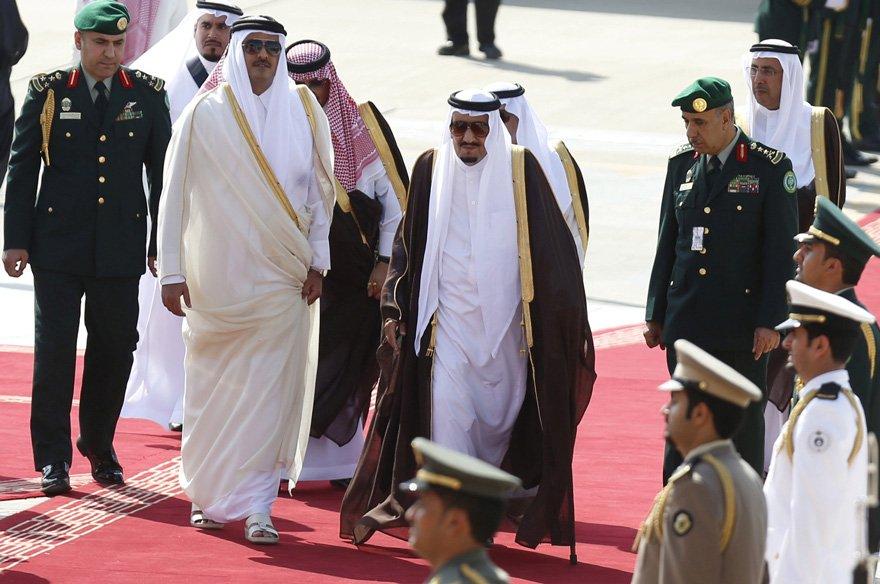 FOTO: REUTERS/ Katar Emiri Şeyh Temim bin Hamad Al Sani ile Suudi Arabistan Kralı Selman bin Abdülaziz...