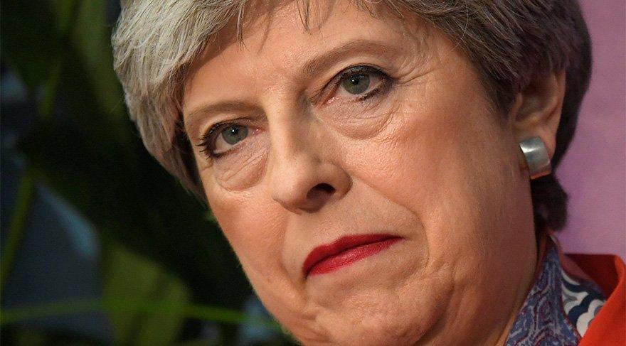 FOTO: REUTERS/ Muhafazakâr Başbakan Theresa May'in yaşadığı şok yüzüne böyle yansıdı.