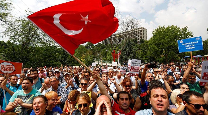 Reuters haber ajansı, İstanbul'daki gösterileri de takip ediyor.
