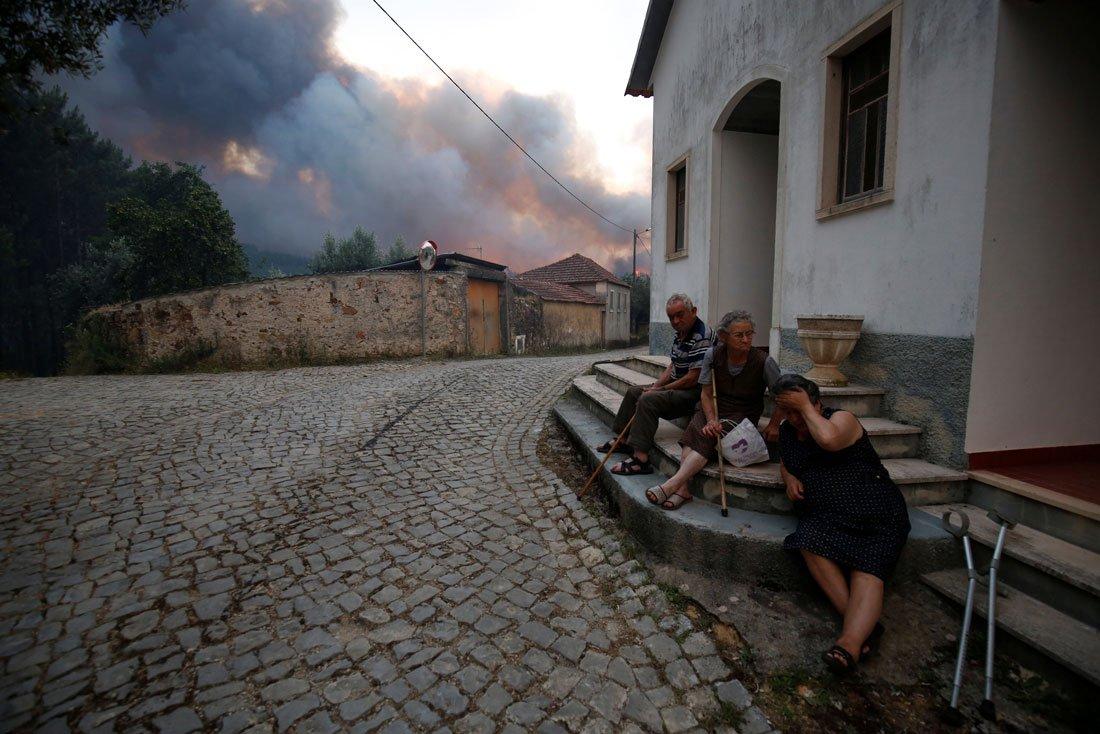 2017-06-18t221728z_2029327873_rc147f7cd2c0_rtrmadp_3_portugal-fire