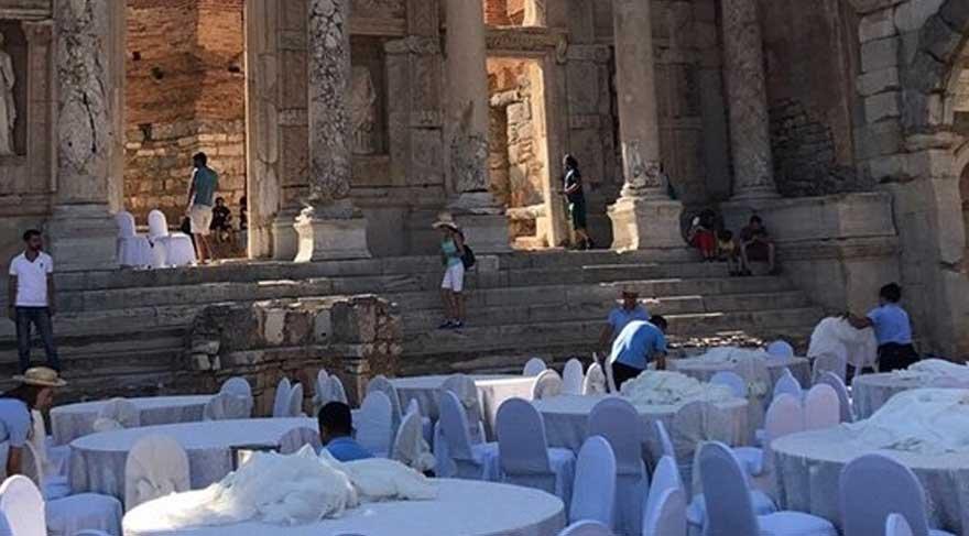 Ahmet Ümit'ten Efes Antik Kent'teki etkinliklere sert tepki!
