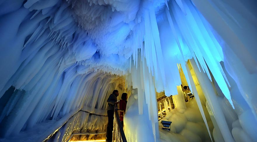 Çin'de 3 milyon yıllık buz mağarası