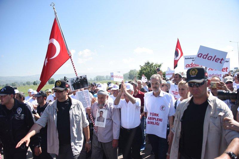 FOTO:SÖZCÜ - TTB Başkanı Raşit Tükel, Kılıçdaroğlu ile birlikte yürüdü.
