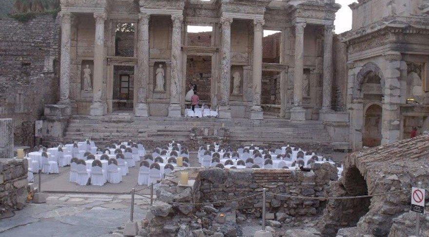 Efes Antik kentinde tartışma yaratan fotoğraflara açıklama geldi