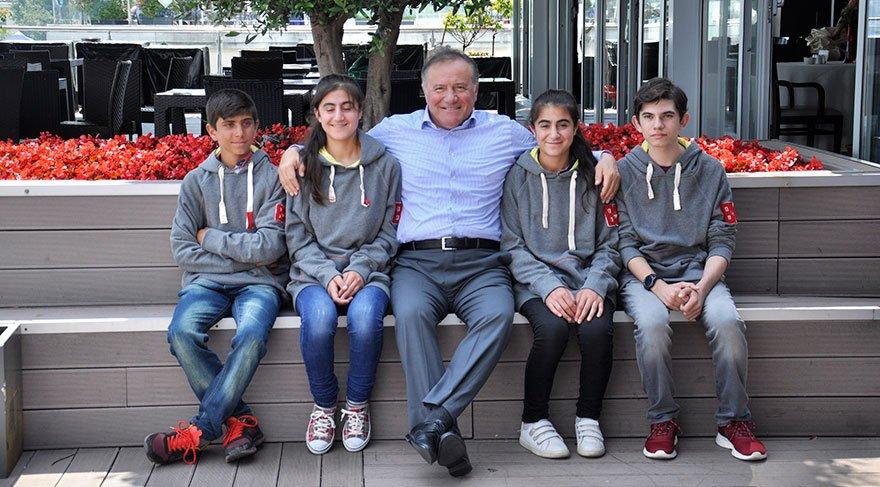Enver Yücel, TEOG'da başarılı olan öğrencileri İstanbul'da ağırladı