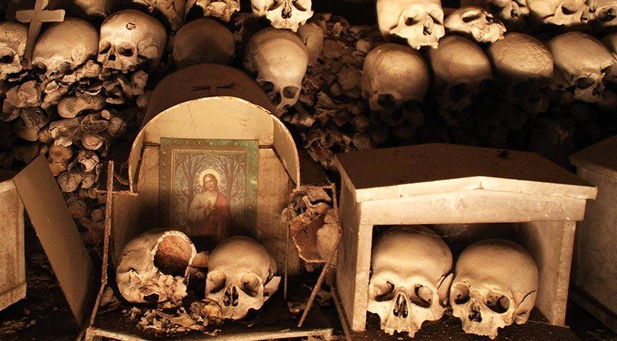 İtalya'da ürküten mağara turizme açıldı