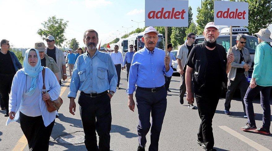FOTO:DHA - Yürüyüşe Cihangir İslam (Kılıçdaroğlu'nun solundaki) da katılıyor.