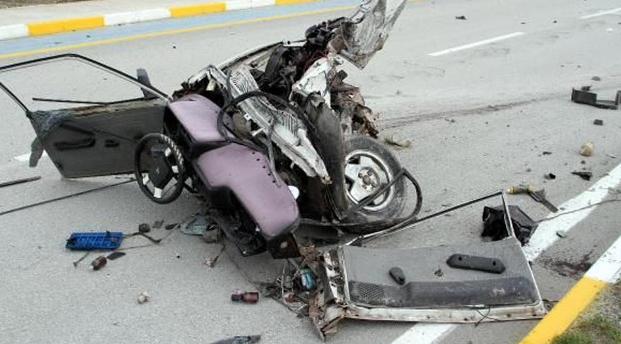 Polis aracıyla minibüs çarpıştı: 1'i çocuk 2 ölü, 9'u polis 19 yaralı
