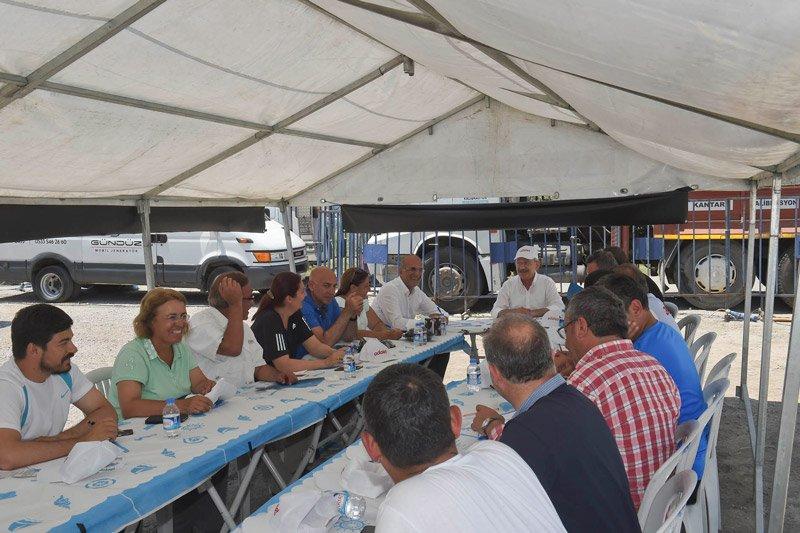 FOTO:DHA - Güzergah üzerinde CHP'nin MYK toplantısı yapıldı.