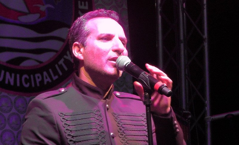 Şarkıcı Rafet El Roman bayramları karıştırdı