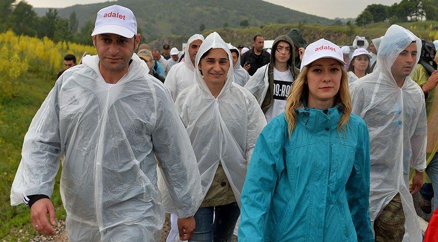 Kılıçdaroğlu'na eşi, oğlu ve nişanlısı, Zülfi Livaneli, Muharrem İnce ve vatandaşlar eşlik etti.