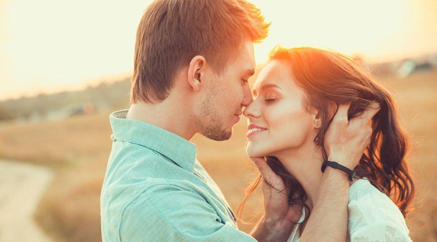 Yengeç: Oldukça romantik, ruhsal yönü kuvvetli, duygusal anlamda sizi tatmin edebilecek bir aşk, flört durumu olabilir. Olası bir tatil durumu olur ise ruhunuza inanılmaz iyi gelebilecek bir tatil söz konusu olabilir.