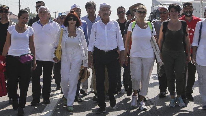 FOTO:DHA - Bugünkü yürüyüşe Gülriz Sururi, Zeynep Oral gibi sanat ve edebiyat dünyasının önemli isimleri de destek veriyor.