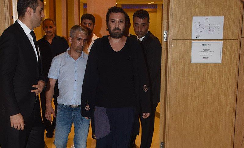 Şarkıcı Halil Sezai sıkıntıdan saçlarını kestirdi