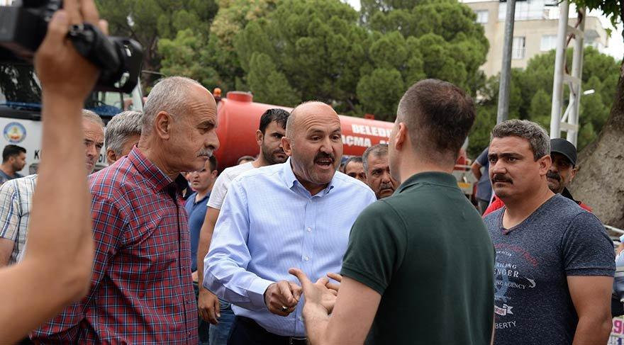 CHP ve AKP'li belediyeleri karşı karşıya getiren Atatürk takı krizi