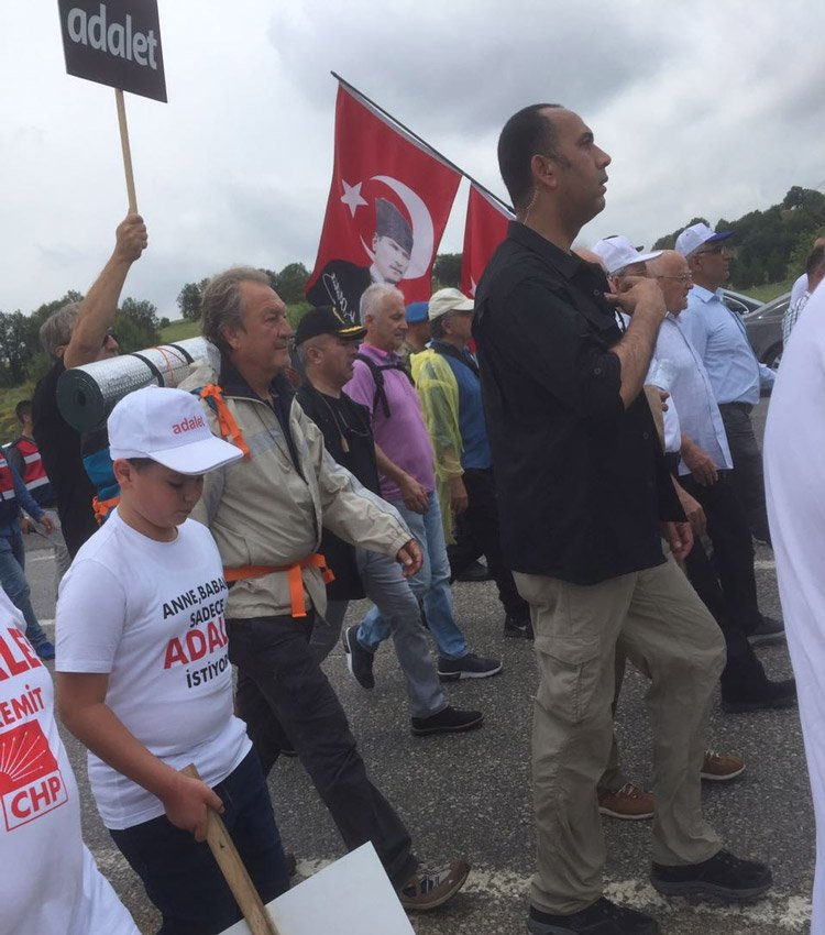 FOTO:SÖZCÜ - Yürüyüşe DSP eski Genel Başkanı Zeki Sezer de 'tam teçhizatlı' olarak katıldı.