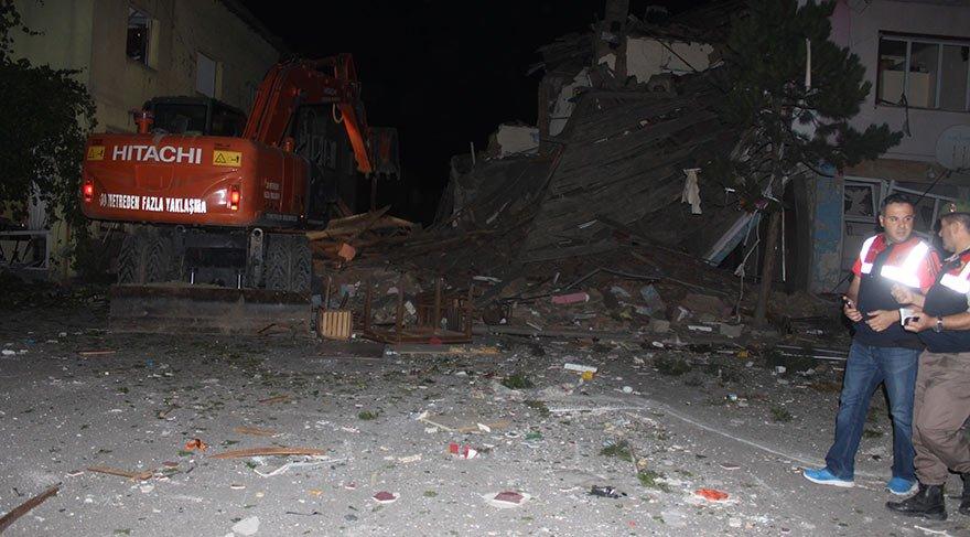 Lokantada patlama, iki katlı bina yıkıldı