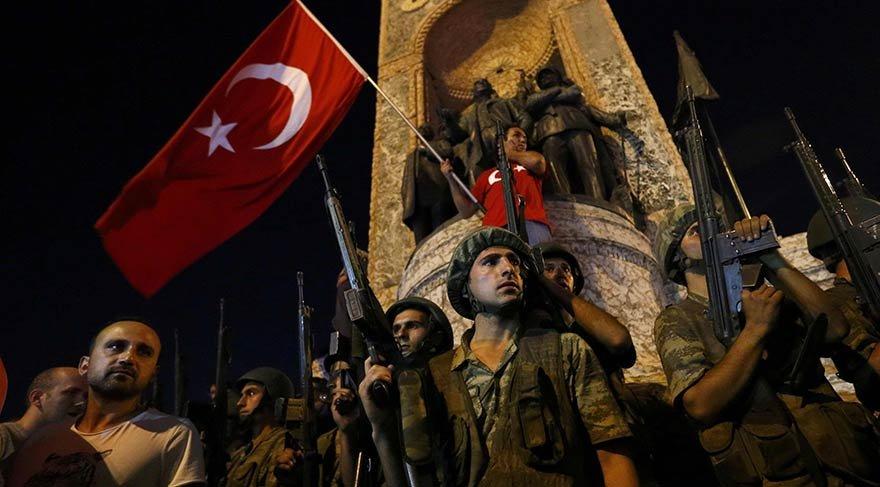 Taksim'de darbeci askerlere karşı destan yazıldı.