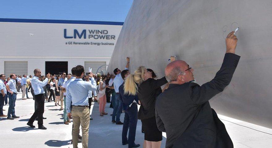 Rüzgar türbini kanadı fabrikası açıldı