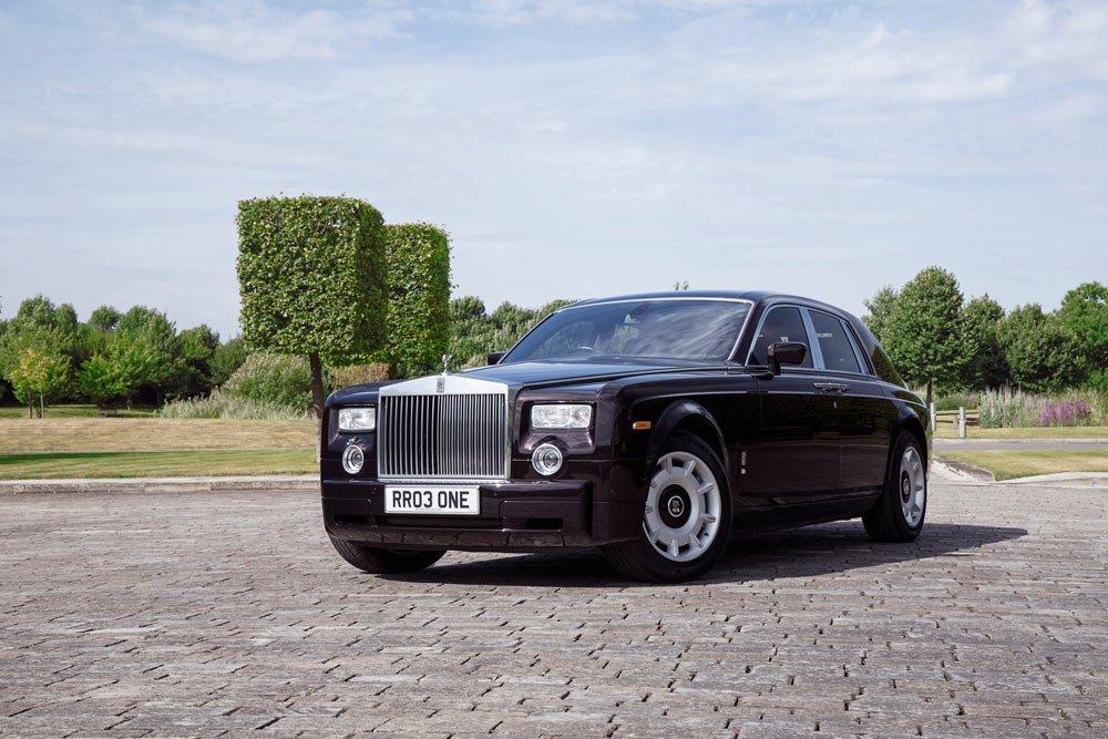 Phantom VII, Rolls-Royce rönesansının başladığı 2003 yılında yapılan ilk motorlu araçtır. Otomotiv tarihinin son büyük macerası olarak bilinen bu rönesans, önce Phantom sonra sırasıyla Ghost, Wraith ve Dawn ile devam etti. Her müşterinin isteğini karşılayan kişiye özel tarzıyla, Rolls-Royce'un dünyanın önde gelen lüks araçlarından biri olarak hak ettiği yeri almasını sağladı.
