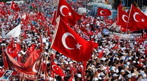 Türkiye meydanlara yürüdü