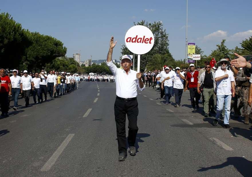 Maltepe'deki Adalet mitingine beklenenin çok üzerinde bir katılım oldu.