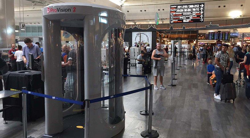 Atatürk Havalimanı Dış Hatalar Terminali'ne kurulan vücut tarayıcı cihaz
