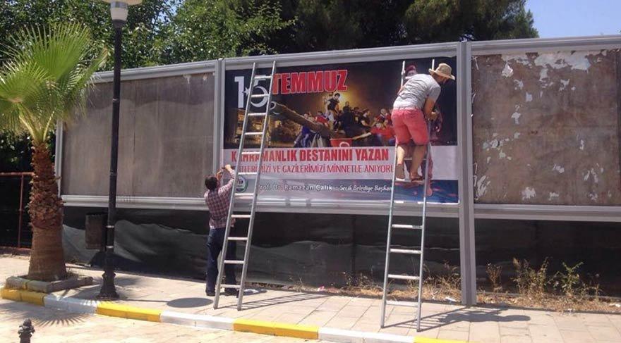15 Temmuz afişlerini parçalayan 3 kişi tutuklandı