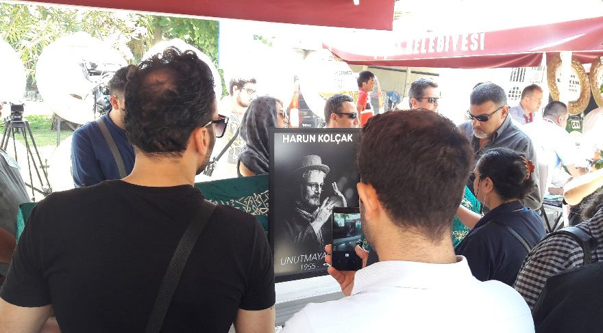 Usta sanatçı Harun Kolçak, son yolculuğuna uğurlandı