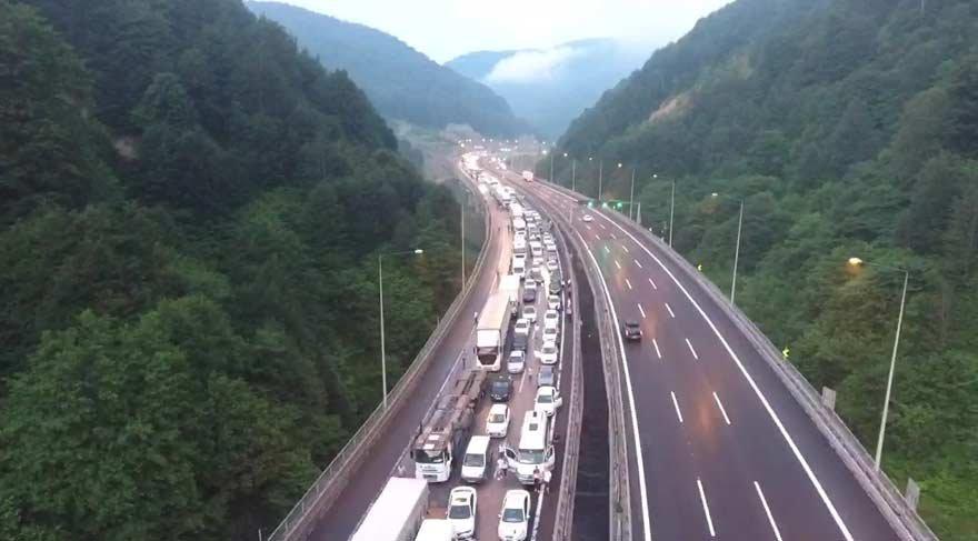 Son dakika haberi… TEM Otoyolu trafiğe kapandı