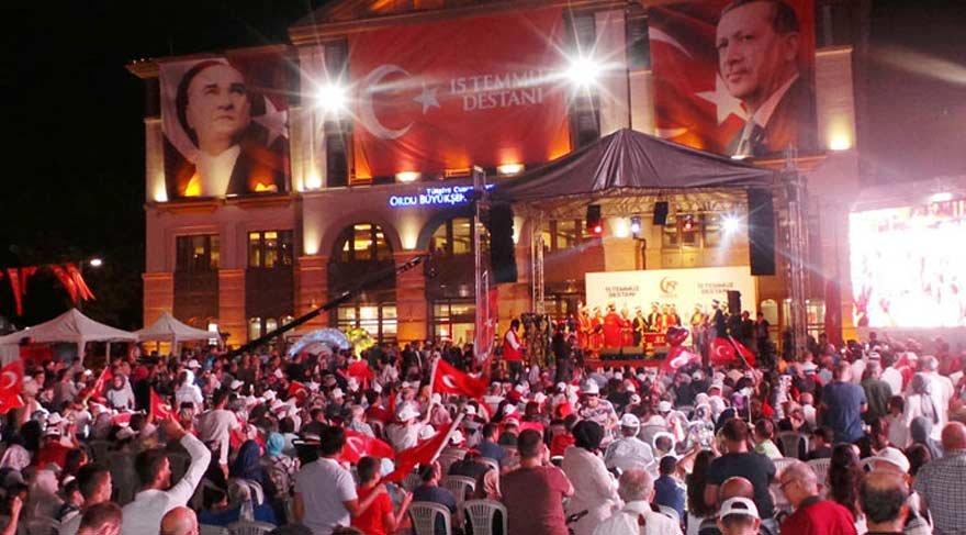 Meydanlarda 'Demokrasi nöbeti' tutuldu