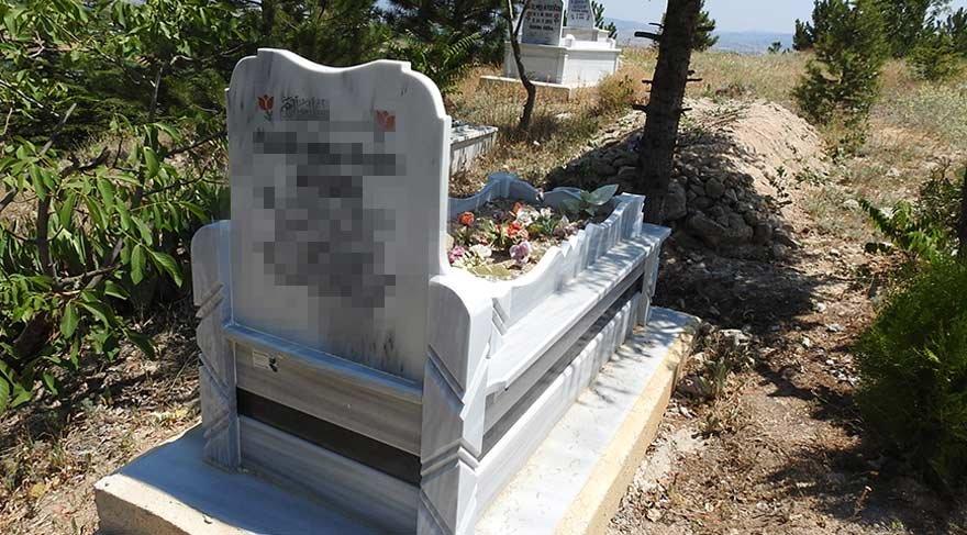 Mezar taşındaki isim ortalığı karıştırdı!