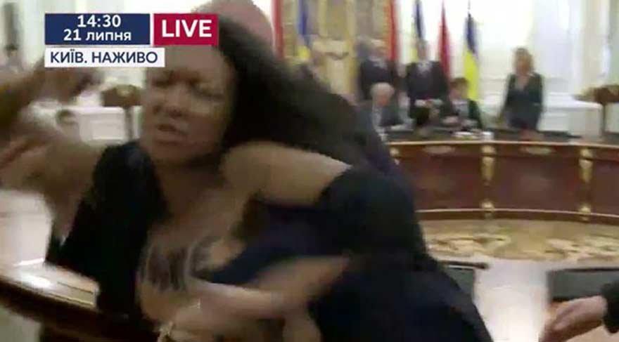 2 lidere FEMEN şoku!