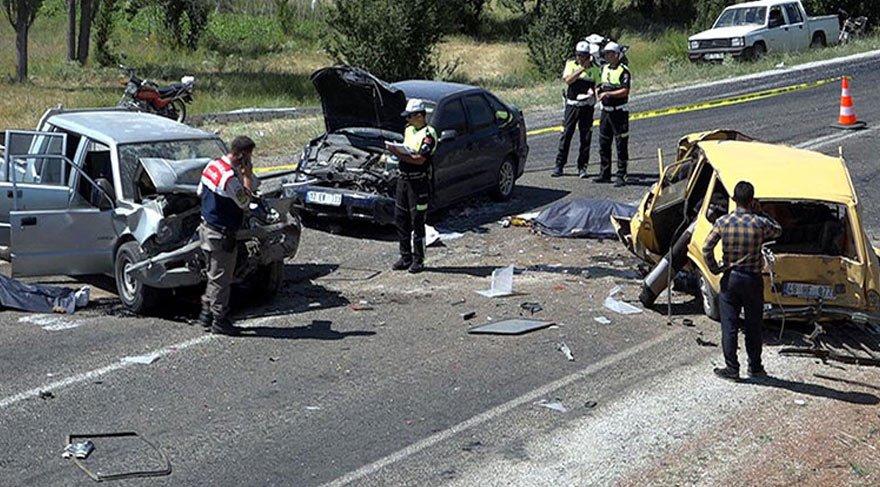 Zincirleme kazada acı bilanço: 3 ölü 4 yaralı
