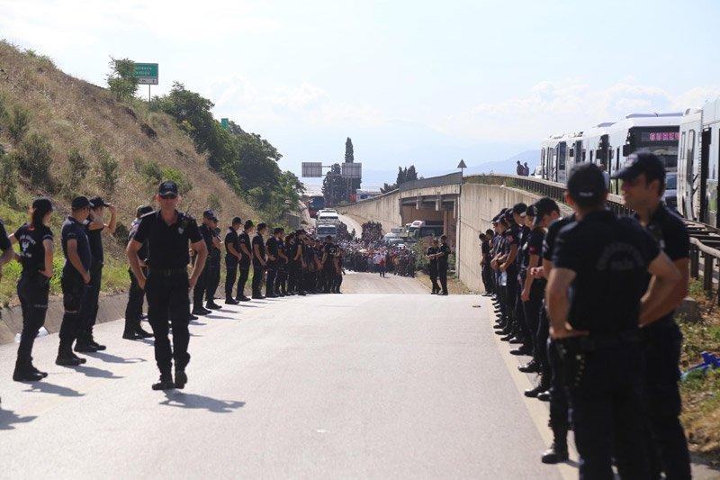 FOTO:DHA Güzergâh üzerinde geniş güvenlim önlemleri alındı.