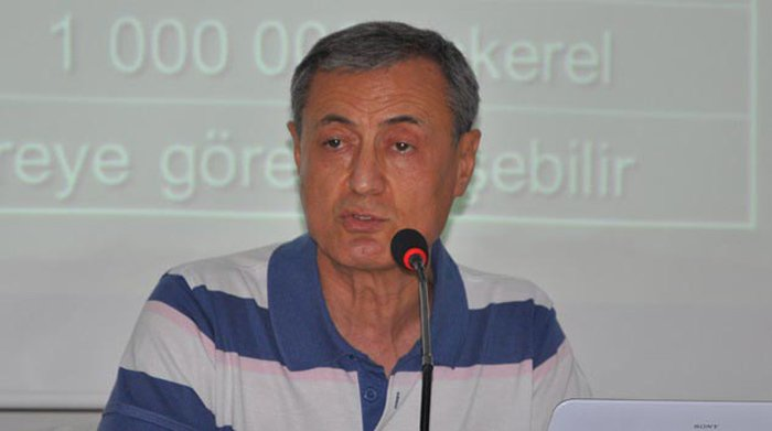 FOTO:DHA - Halk Sağlığı Uzmanı Prof. Dr. Ali Osman Karababa 'Yıkım ekibi de risk altında' dedi.