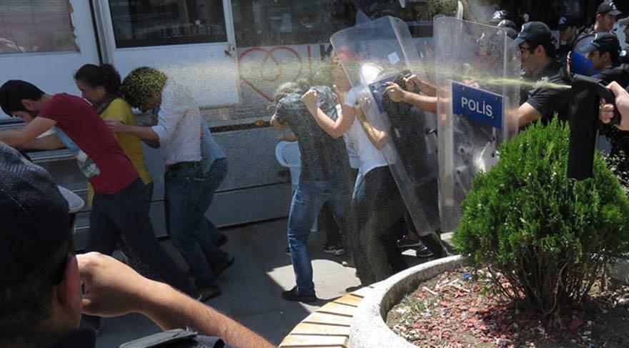 Ankara'da Nuriye Gülmen ve Semih Özakça protestosuna müdahale